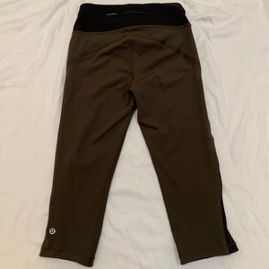 Lululemon Size 4 Green & Black Cropped Leggings